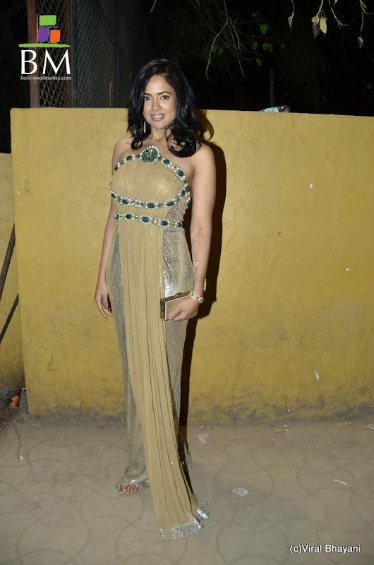 Sameera reddy at th Idea Filmfare Awards photos sexy stills