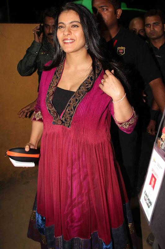 Kajol at th Idea Filmfare Awards photos wallpapers