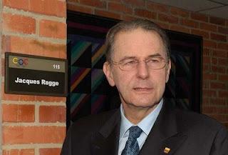 Jacques Rogge, presidente Comite Olimpico Internacional, COI. Pesadelo chinês.
