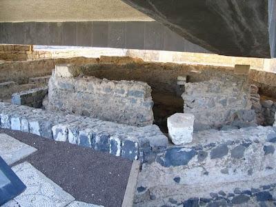 Casa de São Pedro, Cafarnaum. Ruinas sob nova igreja