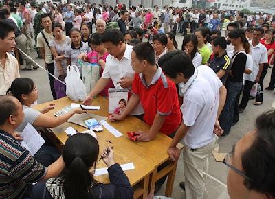 Centenas de pessoas devolvem vasilhames contaminados