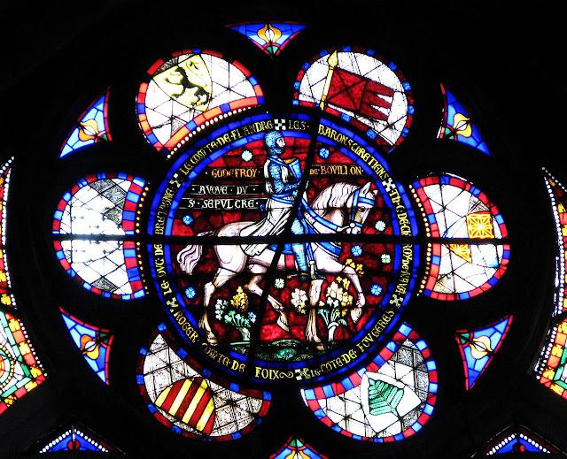 Vitral na basílica de Saint Denis, França, representa a Godofredo de Bouillon, protetor do Santo Sepulcro