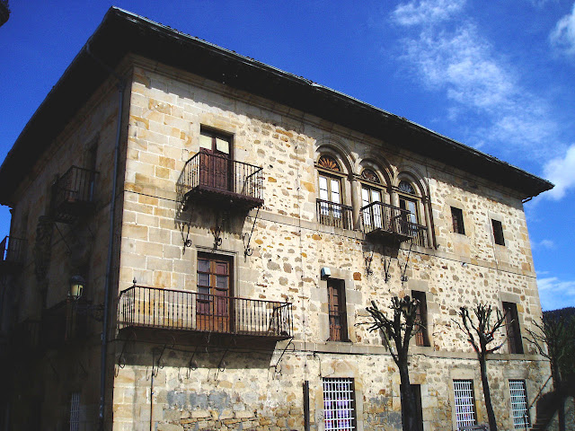 Casa na cidadezinha de Elorrio, Vizcaya, Espanha.