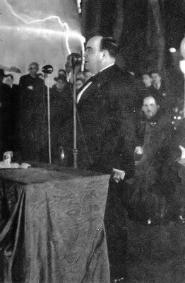 Plinio Correa de Oliveira discursando no Congresso Eucaristico 1942, Anhangabau