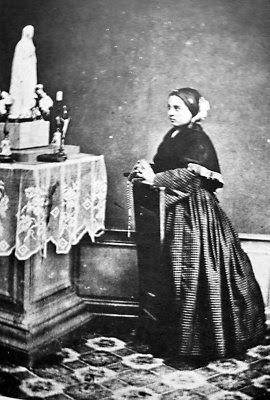 Santa Bernadette em foto de 18 outubro 1864