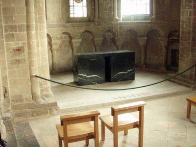 Santo Anselmo de Cantuária, túmulo