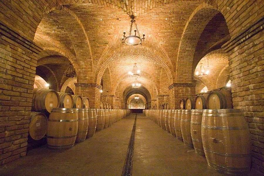Túneis e Porões Castelo+di+Amorosa+3+900