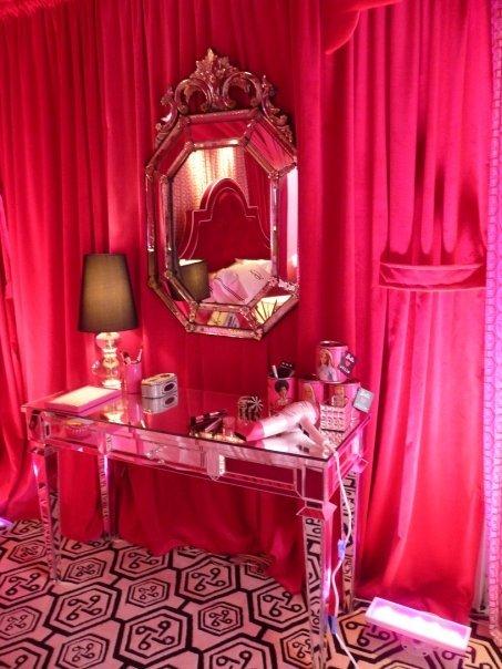 Girls rooms barbie mod barbie vintage design dazzle for Barbie dream house bedroom