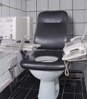 http://4.bp.blogspot.com/_L0BwBQU_SVc/RpBsh5aChNI/AAAAAAAAALg/MIchfr0G_O8/s400/wired-toilet.jpg