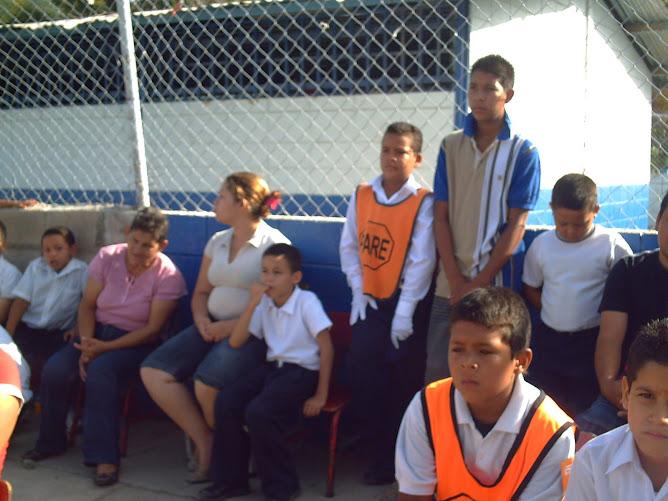 Yorman Rojas y Yoneiker Oca durante la misa de campaña en la escuela
