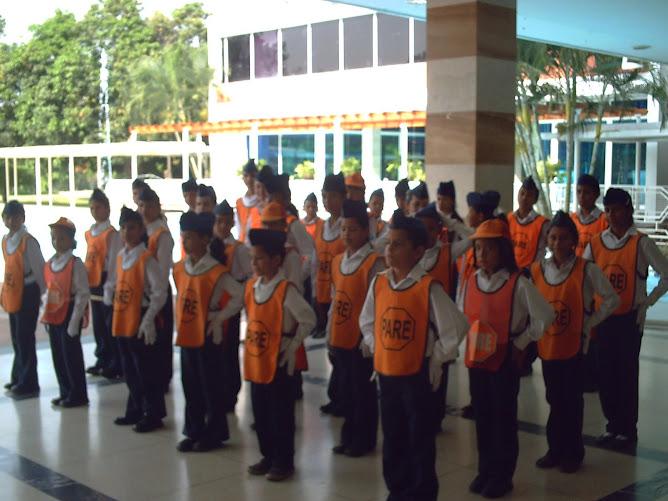 Patrulleros frente al salón Aragua del hotel Maracay