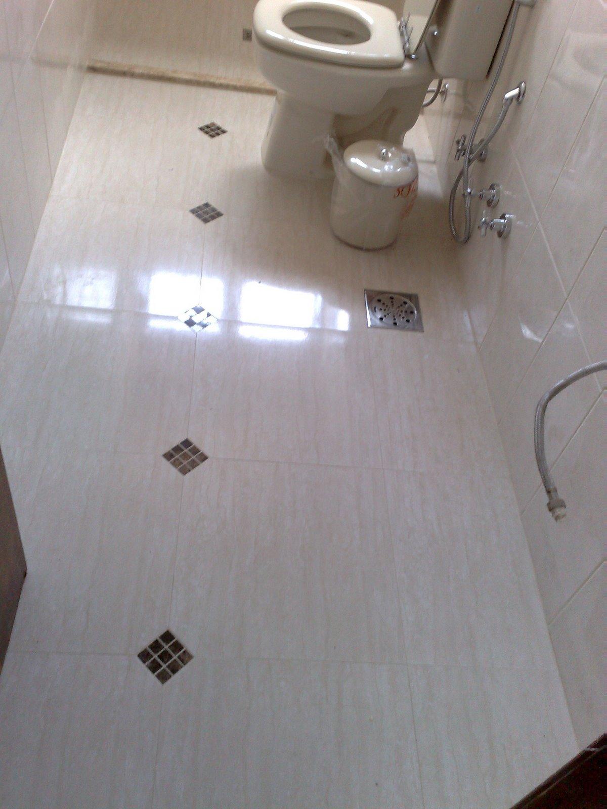 Banheiro com porcelanato no piso e parede em azulejo com detalhes no  #382B27 1200x1600 Azulejo Para Banheiro C&c