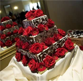[chocolate+white+cake+with+red+roses.bmp]