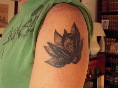 saloane tatuaje temporare. flor loto tatuaje. 7.000 Días en Syldavia: Día. 400. Mi nuevo tatuaje