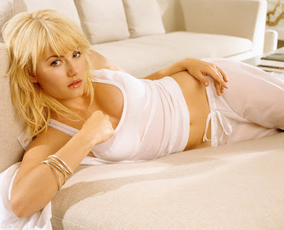 And now, for a little hotness: Elisha Cuthbert