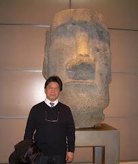 Pedro y Moai (Isla de Pascua)