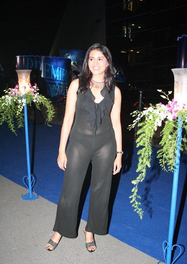 Priyanka Chopra Wardrobe Malfunction Bollywood Actresses Zimbio   Apps ...