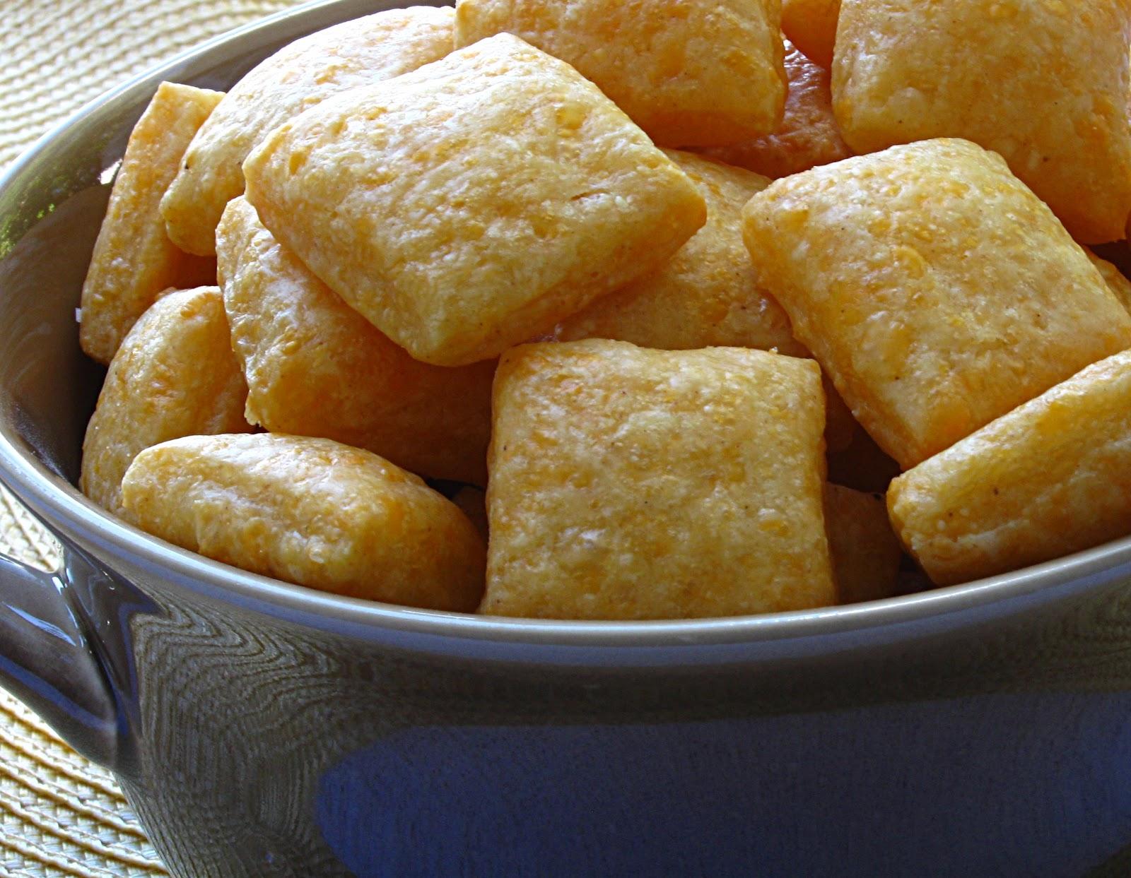 All That Splatters: Weekend Blog Showcase - Cheese Crackers