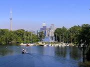 Toronto részleges látképe a központi szigetről