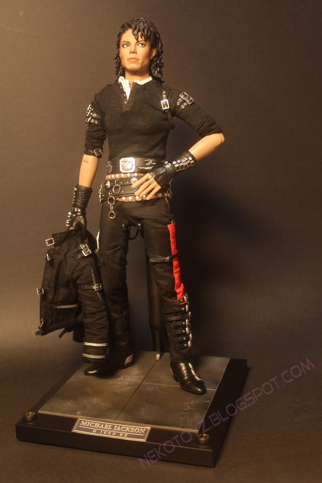 Neko toyz hottoys dx michael jackson mini review ii for Three jackson toy
