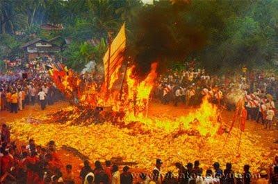 Wisata Riau Festival Bakar Tongkang