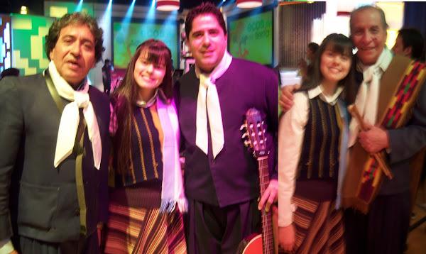 Antonella y Los manseros Santiagueños