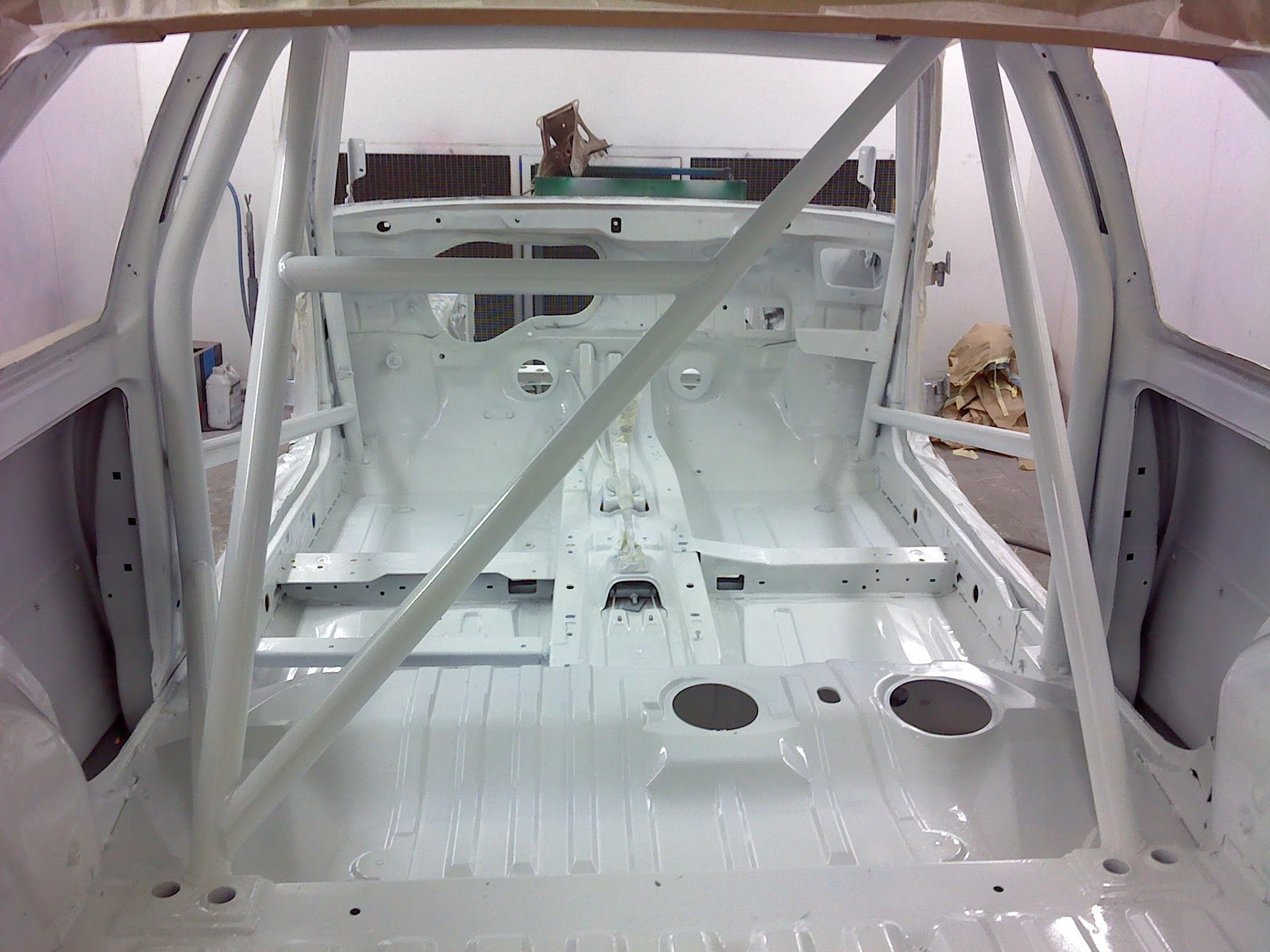 Team julienne peinture interieur de la caisse for Peinture interieur voiture