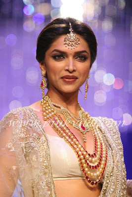 Deepika Padukone Ramp walk at IIJW 2010