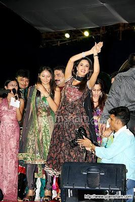 Mallika Sherawat's Nagin dance at Navratri Event44