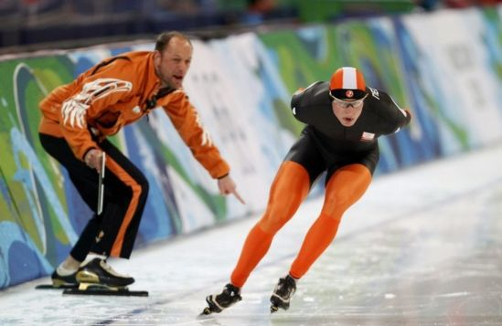 [Vancouver+Olympics+23Feb10+NETHERLANDS+coach+Gerard+Kemkers+tells+Sven+Kramer+wrong+lane+to+take+10000m+speed+skate-by+Reuters.jpg]