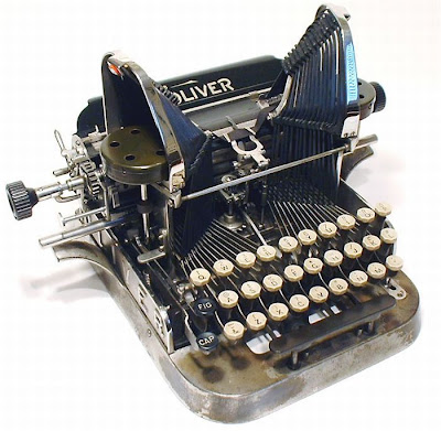 vintage typewriters 23 World's Oldest Typewriter Collection