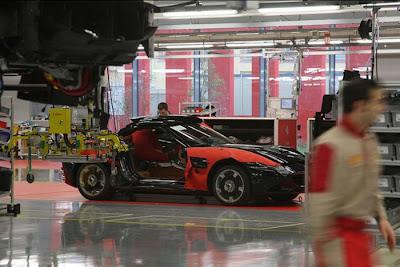 inside ferrari plant 30 Proses Pembuatan Sebuah Mobil Ferrari