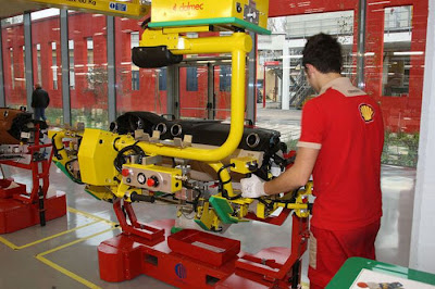 inside ferrari plant 24 Proses Pembuatan Sebuah Mobil Ferrari