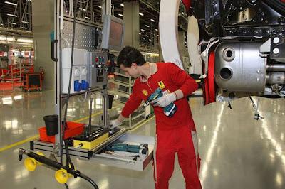 inside ferrari plant 22 Proses Pembuatan Sebuah Mobil Ferrari