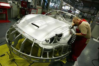inside ferrari plant 14 Proses Pembuatan Sebuah Mobil Ferrari