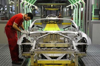 inside ferrari plant 12 Proses Pembuatan Sebuah Mobil Ferrari