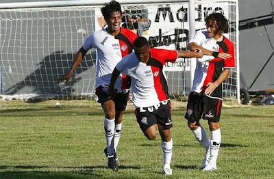 Foto: Nadson comemorando primeiro gol em 2009