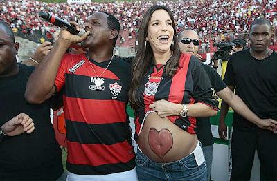 Foto: Tatau e Ivete Sangalo no Barradão