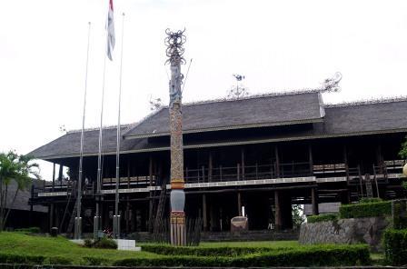 gambar rumah adat di indonesia on KILAS BALIK NUSANTARA: Rumah Adat Nusantara #01