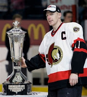 Ottawa+Senators+captain+Daniel+Alfredsson+touches+Prince+of+Wales+trophy+after+beating+the+Buffalo+Sabres+in+Game+5+in+overtime+5-19-07+at+HSBC+Arena+in+Buffalo,+NY+(AP+Photo-David+Duprey)