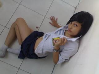 Gadis Sekolah Berpose Cantik dan Sexy