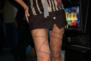 y la falda muy corta