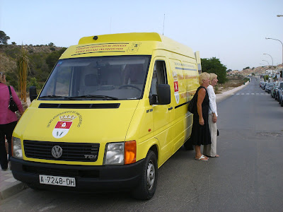 Animal aid and rescue vehicle
