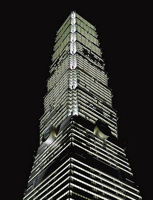 Il Taipei 101 di Taiwan di notte