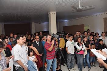 imprensa registra entrega do prêmio de literatura ao reporter Régis Santos