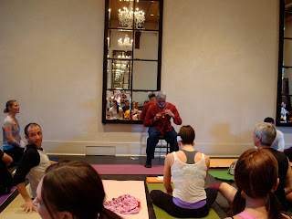 Dharma Mittra addressing room fool of yogis