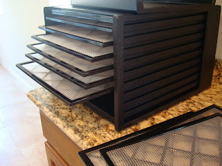 Dehydrator with trays fanning out