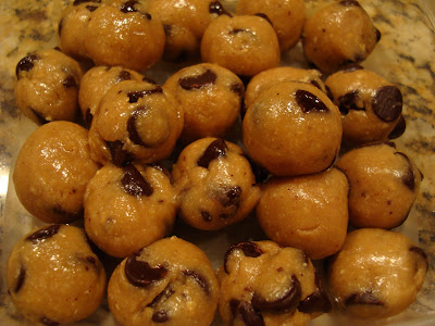 Raw Vegan Chocolate Chip Cookie Dough Balls