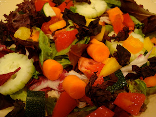 Green salad with vegetables topped with Dulse flakes