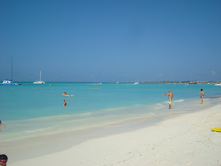 Beach in Aruba with people walking